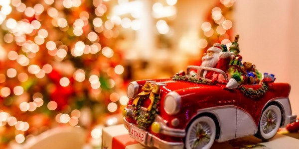 christmas-bokeh-lights-santa-claus-toy-car-1680x1050